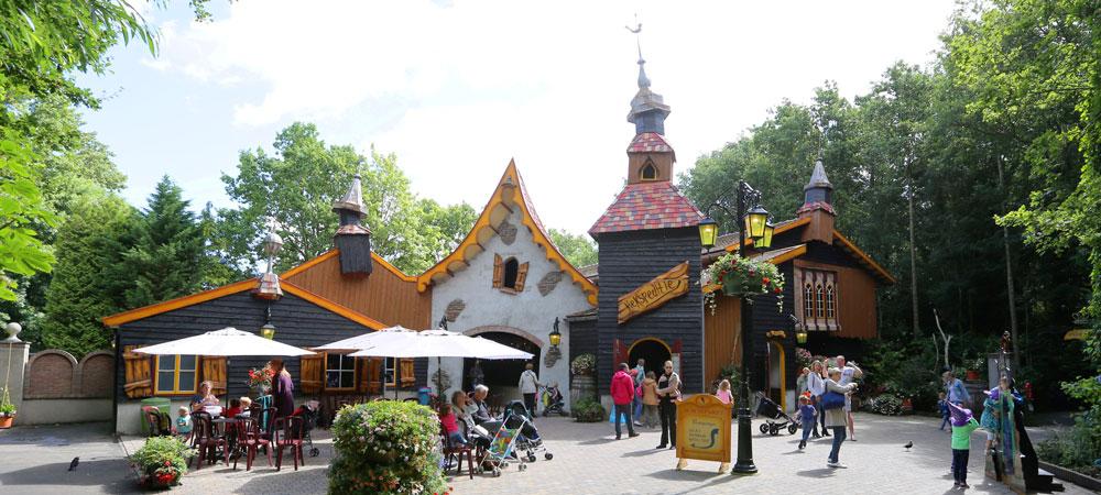 Sprookjespark Enkhuizen is de installatie van led materiaal aan het afronden met eigen technische dienst.